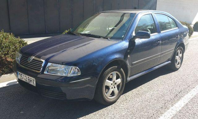 00001 Skoda Octavia azul front