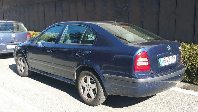00001 Skoda Octavia azul tras