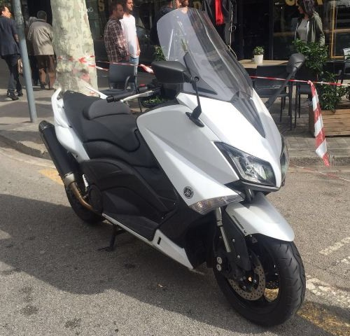 10429 Yamaha T-max blanco front