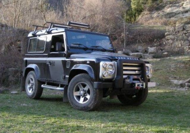 00001 Land Rover defender negro front