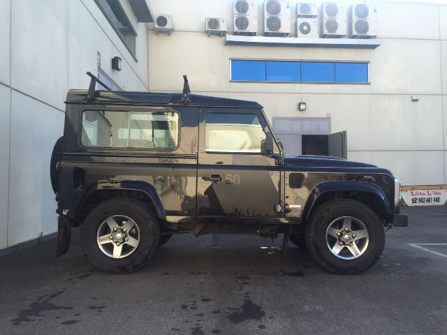 00001 Land Rover defender negro lat