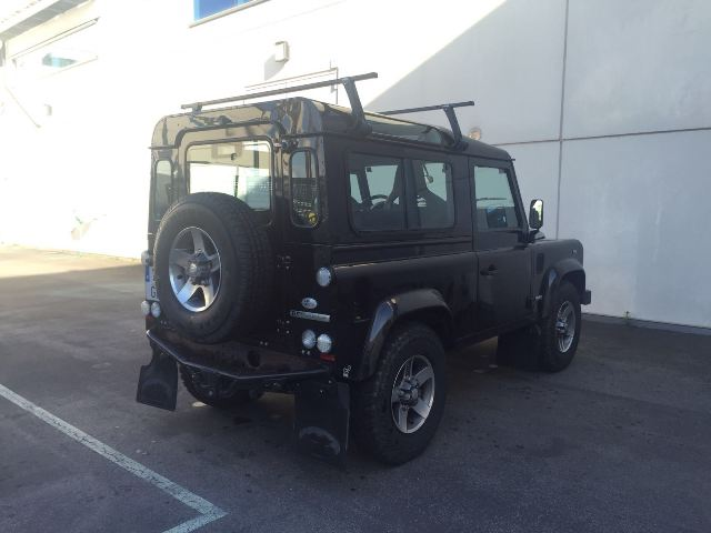 00001 Land Rover defender negro tras