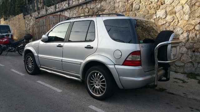 00001 Mercedes ML plata tras