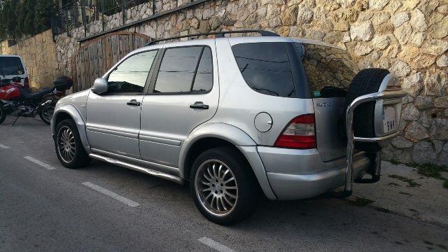 00001 Mercedes ML plata tras