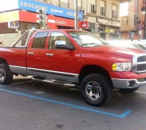 00002 Alquiler Dodega Ram 2500 rojo front Barcelona pickup americana