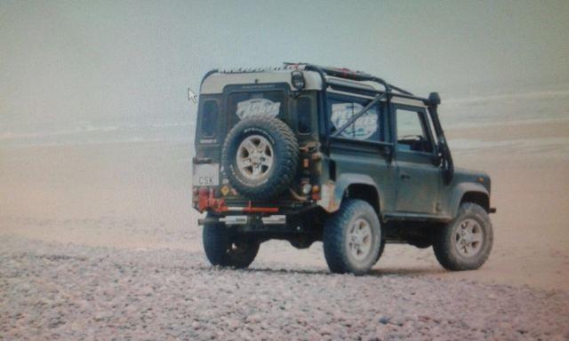 00002 Land Rover defender corto verde tras