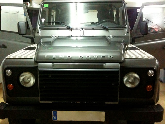 00002 Land Rover defender gris