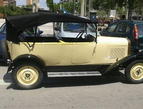 Alquiler vehiculos historicos para peliculas Citroen 1920 crema lat