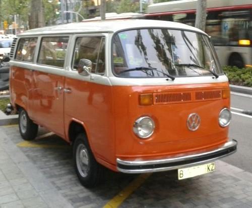 P0138 Alquiler Volkswagen T2 naranja front
