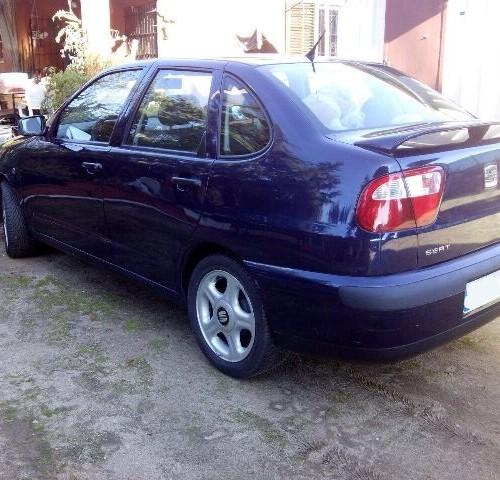 p0044 Seat Cordoba azul tras