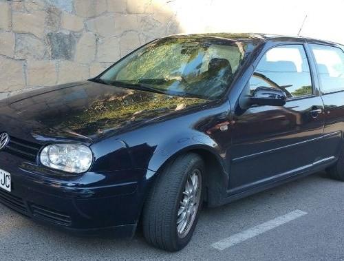 00001 Volkswagen Golf azul oscuro front
