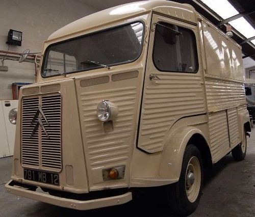 10443 Citroen HY crema alquiler foodtruck Tyreaction barcelona front