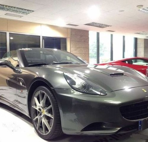 P0021 Alquiler Ferrari California descapotable gris Barcelona tyreaction