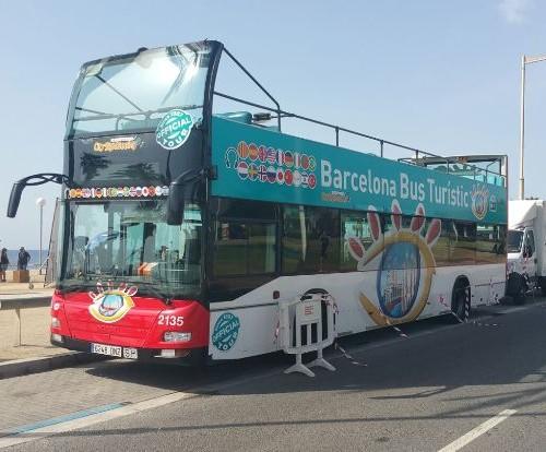 P0027 Alquiler bus turistic barcelona rodaje publicidad cine tyreaction front
