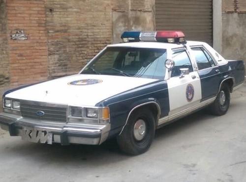 p0001 Alquiler cotxe de policia crown victoria para peliculas tyreaction barcelona