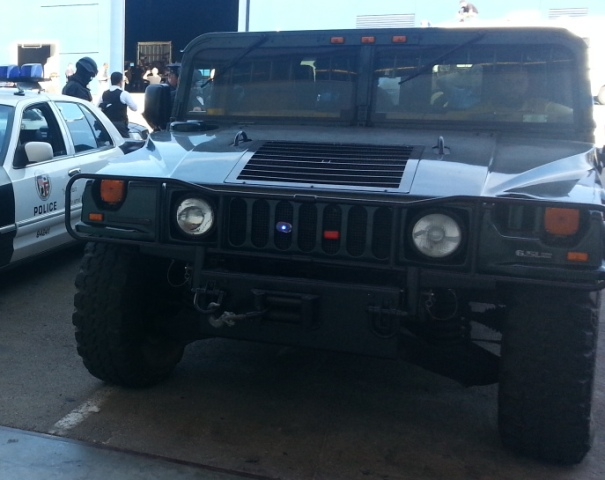 p0014 alquiler Hummer humvee h1 militar policia tyreaction peliculas front