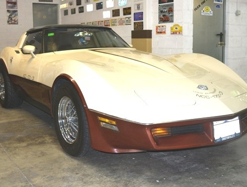 p0050 Chevrolet Corvette Stingray c3 crema y granate front