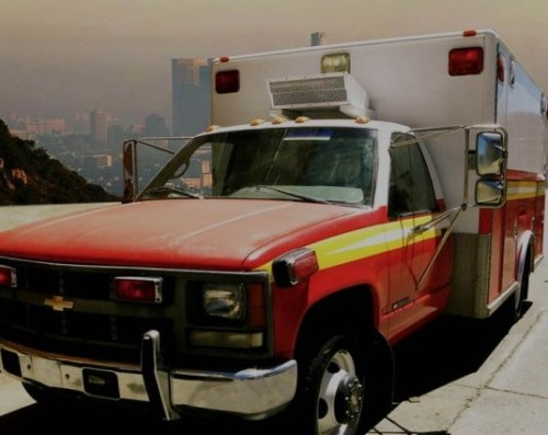 1 Ford F250 chevrolet alquiler ambulancia americana peliculas TYREACTION front