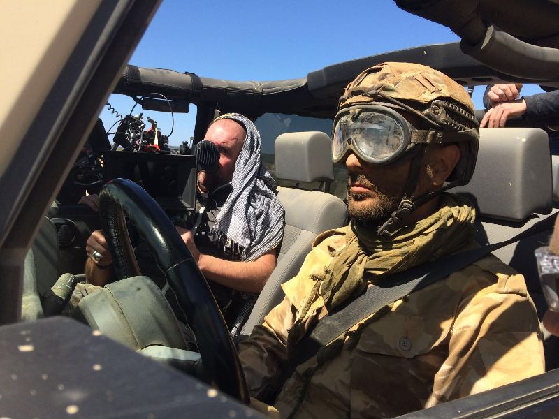 alquiler jeep militar anuncio mobile strike making off Arnold Schwarzenegger in The Wall tyreaction jordi nebot