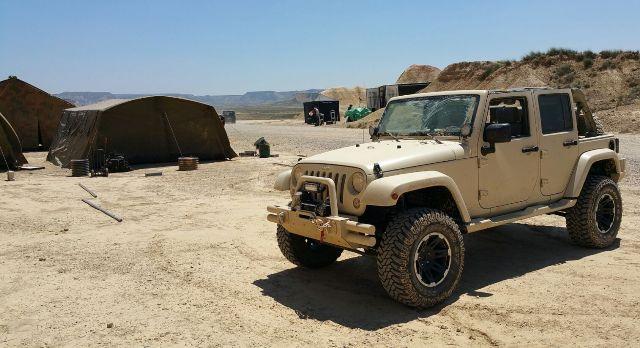 alquiler jeep militar para anuncio mobile strike making off Arnold Schwarzenegger in The Wall tyreaction 3