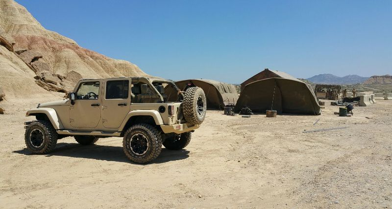 alquiler jeep militar para anuncio mobile strike making off Arnold Schwarzenegger in The Wall tyreaction 4