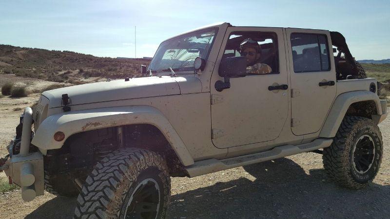 alquiler jeep militar para anuncio mobile strike making off Arnold Schwarzenegger in The Wall tyreaction 6