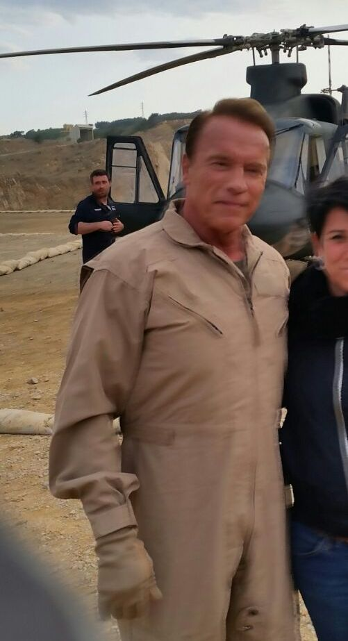alquiler jeep militar para anuncio mobile strike making off Arnold Schwarzenegger in The Wall tyreaction 7