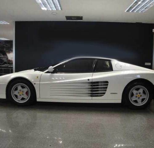 p0021 alquiler Ferrari Testarossa coches clasicos barcelona blanco lat