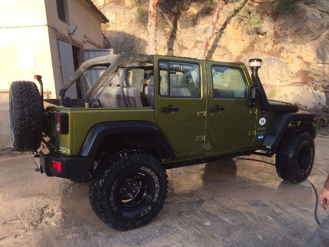 10437.2 Jeep Wrangler verde tras