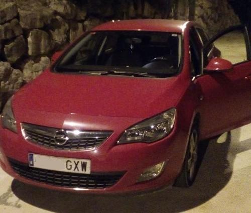 p0044 Opel Astra rojo front