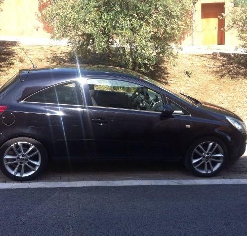p0044 Opel Corsa negro lat