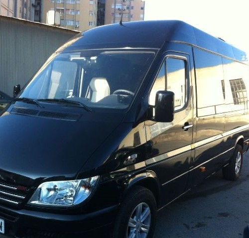 P0011 Mini  Bus negro Mercedes 9 pax