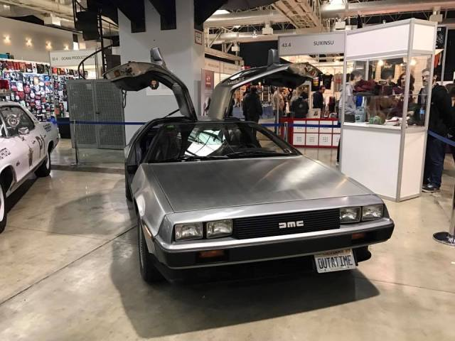 salon cine y series la farga expo coches gran dmc delorean regreso al futuro barcelona tyreaction