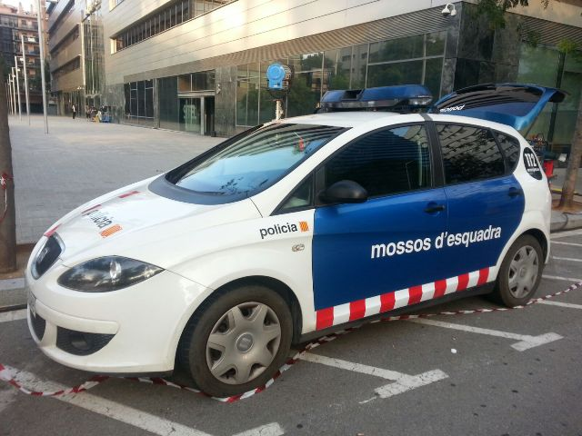 alquiler coche policia mossos esquadra tyreaction vehiculos escena se quien eres making off