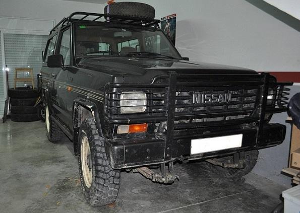 10517 Nissan Patrol negro