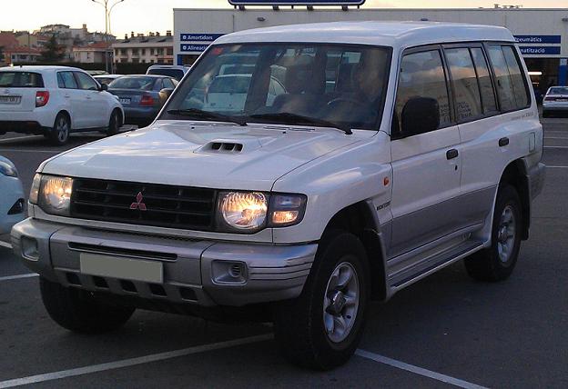 10518 Mitsubishi Montero blanco