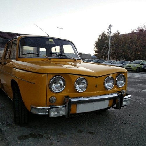 10552 Renault 8 Frontal