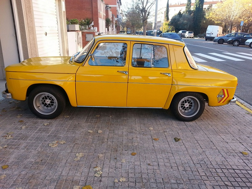 10552 Renault 8 lateral