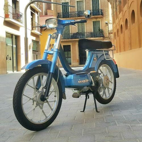 10571 Alquiler Vespino Sca 1981 azul 4