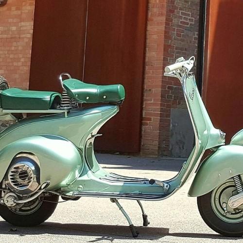 10577 Alquiler Vespa 1ªSerie 1954 verde lateral - copia