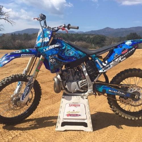 10580.10 Alquiler moto motocross azul