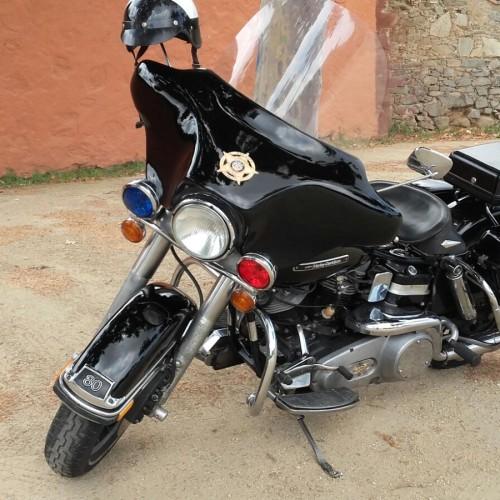 P0013 Alquiler Harley Davison Electra negro frontal