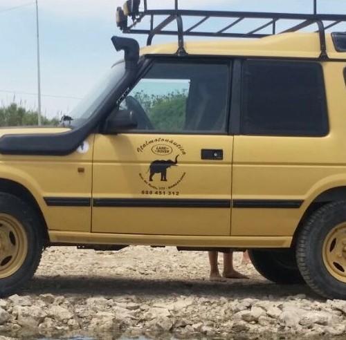 10591 Alquiler Land Rover 109 descapotable amarillo lateral