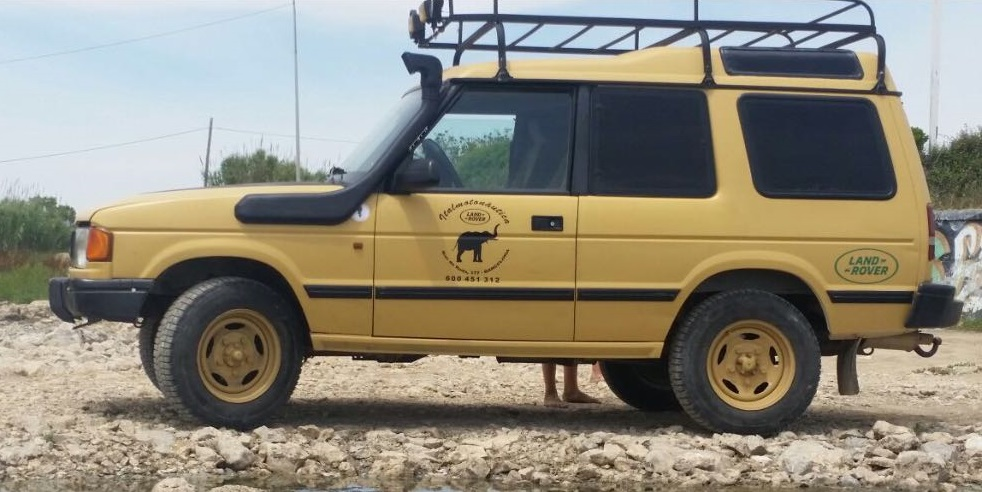 10591 Alquiler Land Rover 109 descapotable amarillo lateral