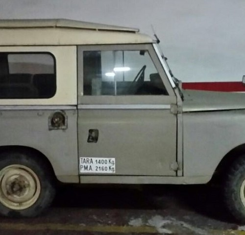 10591.5 Alquiler Land Rover 88 gris