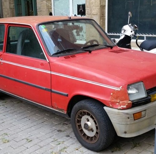 10591.7 Alquiler Renault 5 rojo