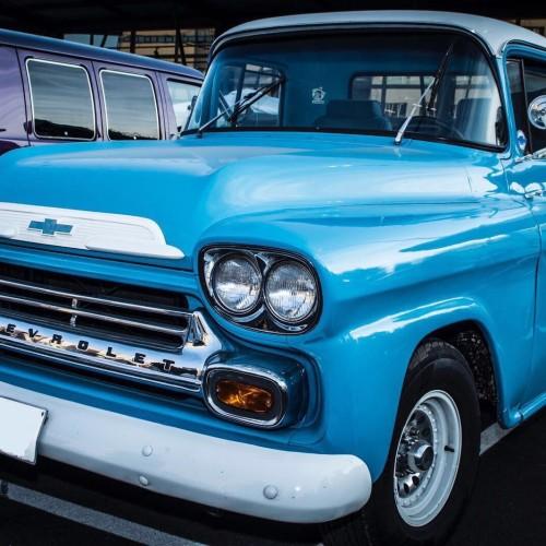 10593 GMC 100 azul frontal alquiler coches americanos barcelona