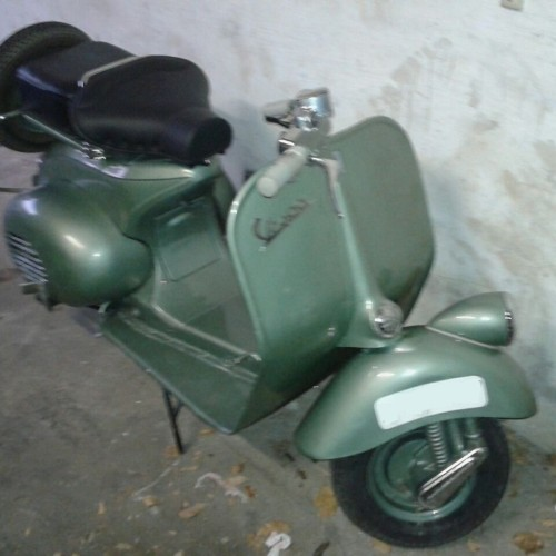 P0138 Alquiler vespa verde - copia For rent Prop Action Picture Vehicles in Spain Barcelona Madrid