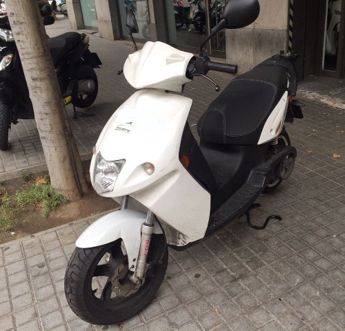10580 alquiler moto electrica govecs blanco front
