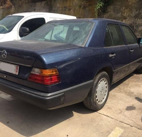 p0018 Mercedes 260E azul tras